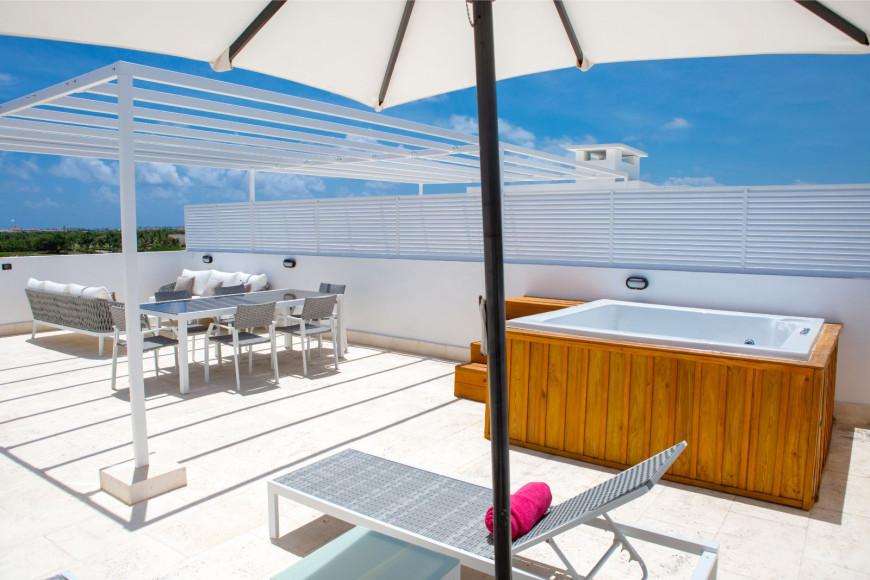 Rooftop Suite with Jacuzzi 1 Bedroom