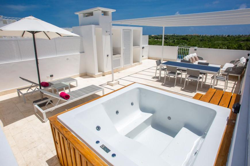 Rooftop Suite with Jacuzzi 2 Bedrooms